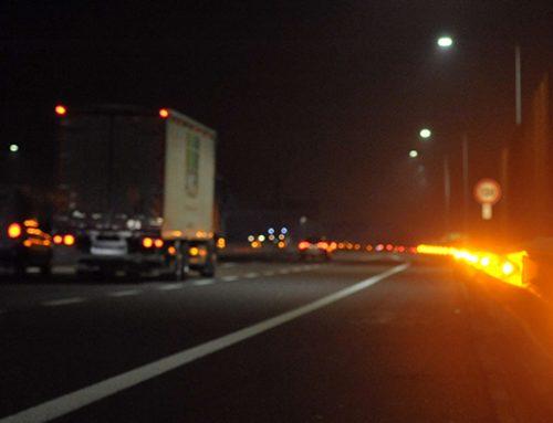 CALA LA NEBBIA: SU A58-TEEM 2.000 LED SQUARCIANO MURI E BANCHI GARANTENDO MAGGIORE SICUREZZA AGLI UTENTI IN VIAGGIO SULL'INFRASTRUTTURA